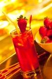 冰草莓茶 免版税库存图片