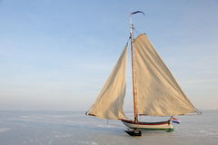 冰荷兰传统游艇 免版税库存照片