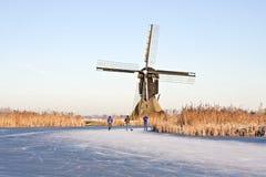 冰荷兰滑冰的冬天 免版税库存图片
