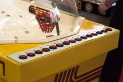 攻击冰葡萄酒曲棍球台式游戏机 老 免版税库存图片