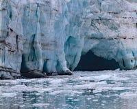 冰融解洞穴 免版税库存图片