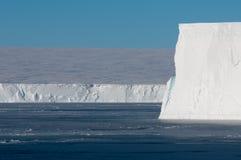 冰边缘 免版税库存照片
