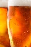 冰镇啤酒背景 免版税库存图片