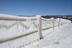冰面对Seneca湖的被覆盖的绳索篱芭港口在w以后 库存图片