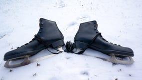 冰鞋在雪的 免版税库存图片