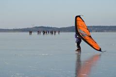 冰鞋航行和浏览溜冰者 免版税库存图片