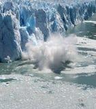 冰飞溅 免版税库存照片