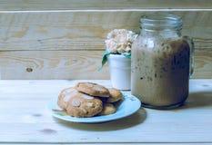 冰冻咖啡和曲奇饼 库存图片