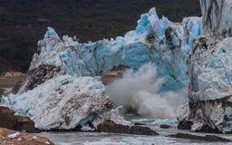 冰崩溃的拱道,佩里托莫雷诺冰川,阿根廷 库存图片