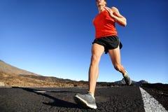 冲刺的连续人-男性赛跑者训练 免版税图库摄影