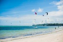 冲浪在博拉凯的风筝 免版税图库摄影