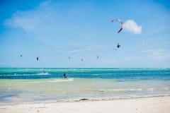 冲浪在博拉凯的风筝 免版税库存图片