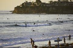 冲浪在和平的海滩在圣地亚哥,加州 库存照片