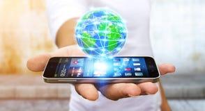 冲浪在有现代手机的互联网上的商人 库存照片