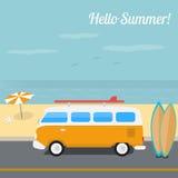 冲浪在海洋海滩的夏天 免版税库存图片