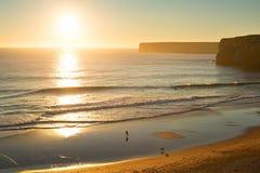 冲浪在葡萄牙 免版税图库摄影