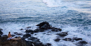 冲浪在Ho ` okipa 免版税库存照片