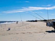 冲浪外面银行靠岸的渔夫线, NC,美国 库存照片