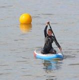 冲浪板的夫人划船者 库存照片