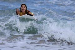 冲浪板的妇女 免版税图库摄影