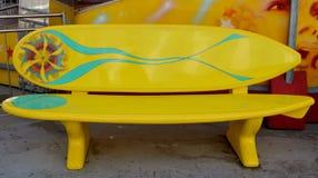 冲浪板长凳 免版税库存照片