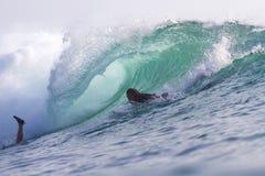 冲浪波浪。巴厘岛。印度尼西亚。 图库摄影
