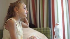 冲浪电视频道的女孩 影视素材