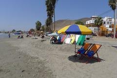 冲浪的塞罗Azul海滩,在利马南部 库存图片