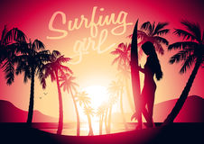 冲浪的女孩和日出在一个热带海滩 库存例证