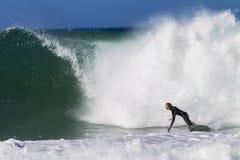 冲浪的平衡乐趣规定期限 免版税库存图片