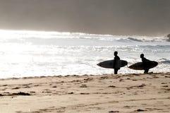 冲浪者在葡萄牙 免版税库存照片