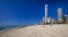 冲浪者在Gold Coast的天堂海滩 免版税库存图片