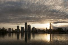 冲浪者天堂日出视图有Q1大厦的,英属黄金海岸澳大利亚 图库摄影