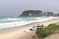 冲浪者天堂海滩的救生员英属黄金海岸的,澳大利亚 免版税库存图片