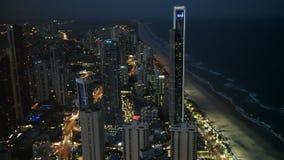 冲浪者天堂,澳大利亚2016年12月,4日:夜视图的关闭对冲浪者天堂北部  股票录像