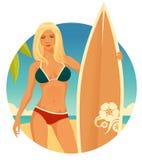 冲浪者女孩有简单的海边背景 免版税图库摄影