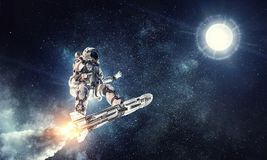 冲浪黑暗的天空的宇航员 混合画法 免版税图库摄影