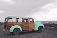 冲浪adventure vintage van beach的夏天 免版税图库摄影