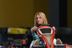 冲的Kart和停机拦截网Karting种族 免版税库存图片