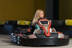 冲的Kart和停机拦截网Karting种族 库存图片