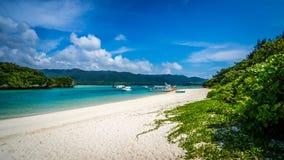 冲绳岛热带海岛的海滩天堂  免版税库存图片