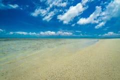 冲绳岛热带海岛的海滩天堂  免版税图库摄影