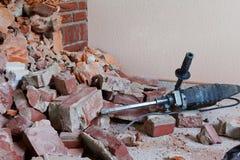 冲击式钻机和瓦砾 免版税库存图片