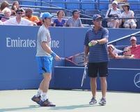 全垒打冠军有他的教练的Ivan Lendl安迪默里为美国公开赛实践 免版税库存照片