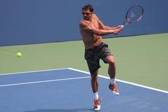 职业网球球员Janko Tipsarevic为美国公开赛实践在比利吉恩National Tennis Center国王 免版税库存照片