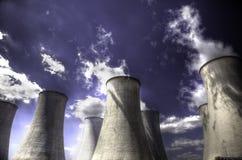 冷却的核塔 免版税库存图片