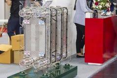冷却系统单位热转换器板材接近的细节工业工作的 图库摄影