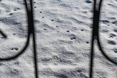 冷和雪白背景 冷淡好日子和凉快 r 酥脆雪纹理在地面上的 库存图片