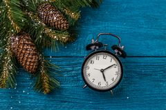 冷杉和时钟圣诞节分支的图片  库存照片