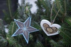 冷杉圣诞节背景树和中看不中用的物品 库存图片
